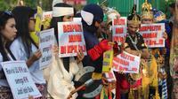 Sejumlah elemen berunjuk rasa di depan gedung DPR mengapresiasi anggota dewan yang mengesakan RUU KPK. (Istimewa)
