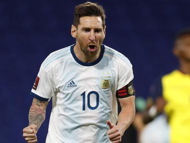 Penyerang Argentina, Lionel Messi, merayakan gol yang dicetaknya ke gawang Ekuador pada laga kualifikasi Piala Dunia 2022 di Stadion Bombonera, Jumat (9/10/2020) pagi WIB. Argentina menang 1-0 atas Ekuador. (AFP/Agustin Marcarian/pool)