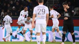 Angers mengejutkan tuan rumah PSG pada menit ke-36 dengan mencetak gol terlebih dahulu ke gawang Gianluigi Donnarumma melalui Angelo Fulgini yang memanfaatkan umpan Sofiane Boufal. (AFP/Franck Fife)