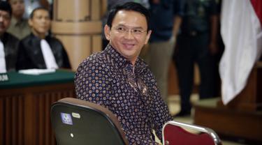20161227-Hakim Bacakan Putusan Sela dalam Sidang Ahok-Jakarta
