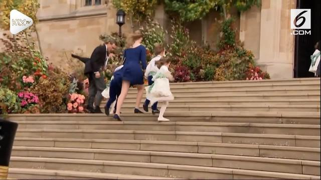 Publik dikejutkan dengan terlihatnya pakaian dalam salah seorang wanita yang merupakan cucu Ratu Elizabeth II, karena gaun yang ia gunakan tertiup angin.
