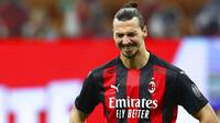 Zlatan Ibrahimovic - Pemain veteran asal Swedia itu diprediksi tidak akan melakoni laga perdana di ajang Serie A. Ia masih menjalani pemulihan usai mendapatkan cedera di lutut kirinya ketika berlaga melawan Juventus di Serie A pada 9 Mei lalu. (Foto: AP/Antonio Calanni)