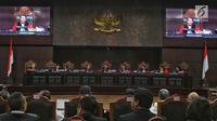 Ketua Majelis Hakim Mahkamah Konstitusi, Anwar Usman didampingi sejumlah Hakim Konstitusi memimpin sidang perdana sengketa Pilpres 2019 di Mahkamah Konstitusi (MK), Jakarta, Jumat (14/6/2019). Sidang itu memiliki agenda pembacaan materi gugatan dari pemohon. (Lputan6.com/Johan Tallo)