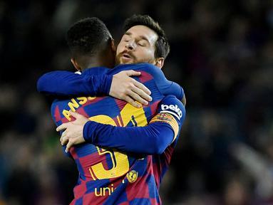 Ansu Fati - Penyerang muda dengan sederet rekor fantastis ini merupakan pemain harapan Barcelona di masa depan. Fati digadang-gadang mampu menjadi penerus Lionel Messi, terlebih kini ia juga telah mewarisi nomor punggung 10 milik sang legenda. (AFP/Lluis Gene)