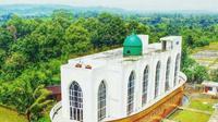 Masjid Bahtera Nabi Nuh memiliki luas mencapai 2.500 meter persegi dan dilengkapi dengan fasilitas menarik.