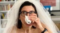 seorang ibu di Amerika Serikat mengunggah potret mengenakan gaun pengantin saat kerja dari rumah (Dok. Twitter/@csittenfeld/https://twitter.com/csittenfeld/status/1242554050656296967/Komarudin)