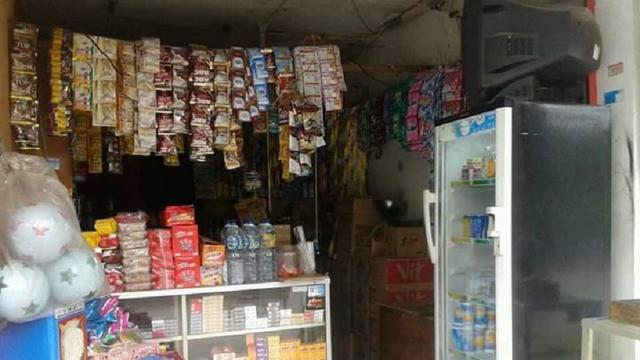 Pedagang kelontongan Bugis-Makassar percaya dengan pamali (Liputan6.com/ Eka Hakim)