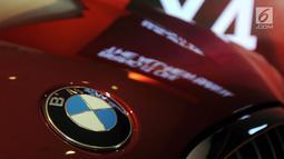 Logo The All New BMW X4 seri terbaru saat peluncuran di Jakarta,  Kamis (7/2). All New BMW X4 adalah versi xDrive30i M Sport X  mesin 4 silinder Valvetronic TwinPower Turbo Double VANOS berkapasitas 2.000cc. (Merdeka.com/Dwi Narwoko)
