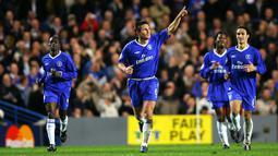 Chelsea berhasil menangkan Liga Inggris di musim 2005/2006. Mereka juga membuat catatan gemilang dengan hanya kebobolan sebanyak 22 kali. Catatan semakin sempurna karena di tahun 2005 merupakan ulang tahun The Blues yang ke-100. (Foto: AFP/Adrian Dennis)