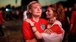 Kesedihan suporter timnas Inggris setelah timnya kalah dari Kroasia pada babak semifinal Piala Dunia 2018 saat menonton siaran langsung di Hyde Park, London, Rabu (11/7). Langkah Inggris di Piala Dunia 2018 terhenti oleh Kroasia. (AP/Matt Dunham)