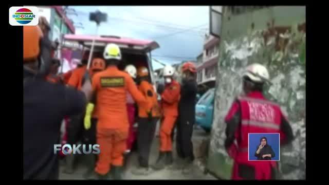 Satu jenazah atas nama Ika (16) warga Kecamatan Paloloh, Kabupaten Sigi, berhasil dikeluarkan dari reruntuhan rumah makan dunia baru Kota Palu.