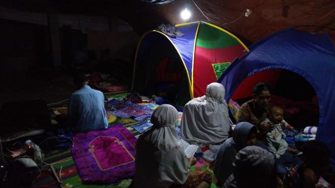 Korban gempa Lombok saat berada di pengungsian. (Liputan6.com/Sunariyah)