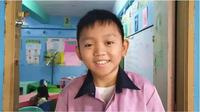 Ian Francais Manga, guru asal Filipina yang punya wajah bak anak kecil sering dikira murid. (Sumber: Elite Readers)