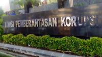 Aksi massa HMI yang memprotes pernyataan salah satu pimpinan KPK Saut Situmorang sempat berjalan ricuh. (Putu Merta Surya Putra/Liputan6.com)