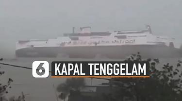 Sebuah video merekam detik-detik kapal KMP Jatra 1 tenggelam di Pelabuhan Bolok, Kupang, NTT.