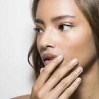 Orang dewasa juga punya kulit sensitf yang memudahkan timbulnya jerawat.