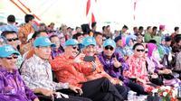 Menkomar Luhut Binsar Pandjaitan, Menteri Pariwisata Arief Yahya, dan Menhub Budi Karya Sumadi bersama Gubernur NTB TGB Muhammad Zainul Majdi hadir dalam Opening Ceremony Sail Moyo Tambora 2018 di Pelabuhan Badas, Sumbawa.