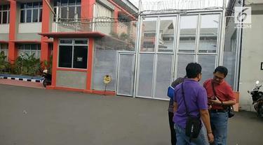 Kericuhan terjadi di dalam LP Cipinang, akibatnya sembilan narapidana dipindahkan keluar LP Cipinang demi menyelesaikan kericuhan.