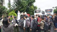 Sebanyak 2.500 warga Solo berangkat ke Jakarta untuk menghadiri reuni aksi 212 di Monas. (Liputan6.com/Fajar Abrori)