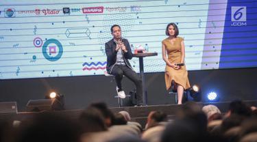 Aktor Dude Harlino berbagi kisah saat menjadi pembicara dalam EGTC 2018 di Universitas Kristen Petra Surabaya, Jawa Timur, Rabu (14/11). EGTC 2018 ini diadakan di Universitas Kristen Petra Surabaya pada 13-15 Oktober 2018. (Liputan6.com/Faizal Fanani)