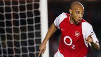 3. Thierry Henry - Pemain bernomor punggung 14 ini adalah mesin gol andalan The Gunners. Kesuksesan Arsenal era Arsene Wenger saat itu tak lepas dari peran kunci nya sebagai striker yang sangat mematikan di depan gawang lawan. (AFP/Odd Andersen)