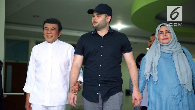 Ridho Rhoma ditangkap pihak berwajib dengan barang bukti sabu seberat 0,7 gram pada 25 Maret 2017. Ridho menjalani rehabilitasi selama enam bulan di RSKO Cibubur, Jakarta Timur. (Nurwahyunan/Bintang.com)