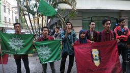Puluhan mahasiswa memberi ultimatum terhadap Wimar Witoelar untuk meminta maaf melalui media dalam tempo 1x24 jam, Jakarta, Jumat (20/6/14). (Liputan6.com/Johan Tallo)