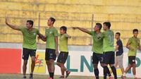 Persita Tangerang akan meladeni Persis Solo dalam laga lanjutan Liga 2 Grup Barat di Stadion Wilis, Madiun, Senin (30/7/2018). (Bola.com/Ronald Seger Prabowo)