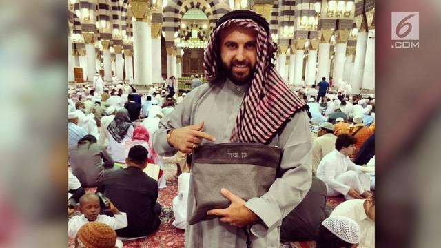 Seorang blogger Israel dikecam setelah melakukan kunjungan ke Arab Saudi.