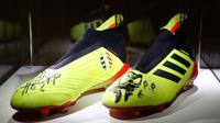 Sepatu yang digunakan Paul Pogba saat memenangi Piala Dunia 2018 bersama Timnas Prancis laku di Balai Lelang Christies seharga 30 ribu euro. (AFP/Francois Guillot)
