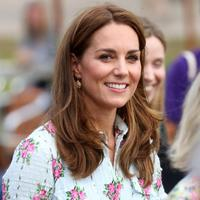 Kate Middleton pakai dress berbunga-bunga. (Foto: instagram.com/duchesscatherineofbritain)