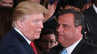 Chris Christie (kanan) adalah sekutu lama Presiden Trump. (AFP)
