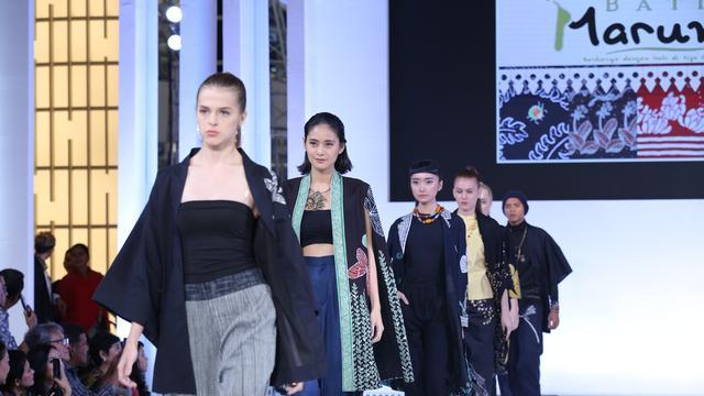 Ragam wajah budaya Betawi di panggung JFW 2019