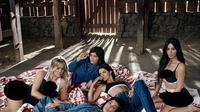 Keluarga Kardashian-Jenner untuk produk pakaian dalam dan jins. (Instagram - @calvinklein)