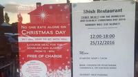 Pemilik restoran ini seorang muslim dan memberikan hidangan gratis bagi orang-orang yang merayakan Natalnya sendirian