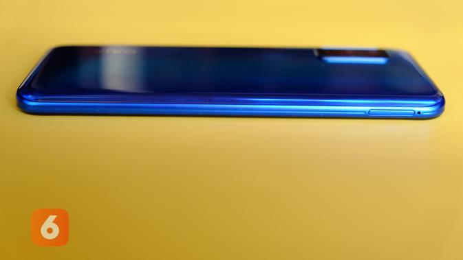Tampilan sisi samping kiri Vivo V19, terdapat slot SIM card. (Liputan6.com/ Agustin Setyo W)
