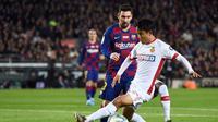 Takefusa Kubo saat berduel dengan Lionel Messi saat Barcelona menggilas Real Mallorca (AFP)