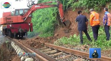 Proses perbaikan terus dikebut agar lalu lintas kereta api bisa segera pulih hari ini. Dan selanjutnya akan dilakukan pemadatan tebing penahan secara permanen selama dua pekan ke depan.
