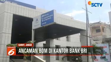 Ancaman bom itu diterima karyawan Bank BRI melalui pesan singkatan atau sms yang langsung melapor ke Polres Garut.