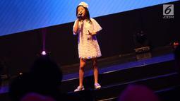 Penampilan Clarice Cutie saat menghibur penonton dalam acara XYZ Day 2018 di Jakarta, Rabu (25/4). Dalam acara XYZ Day 2018 ini Clarice Cutie juga merupakan salah satu pembicara termuda. (Liputan6.com/Immanuel Antonius)