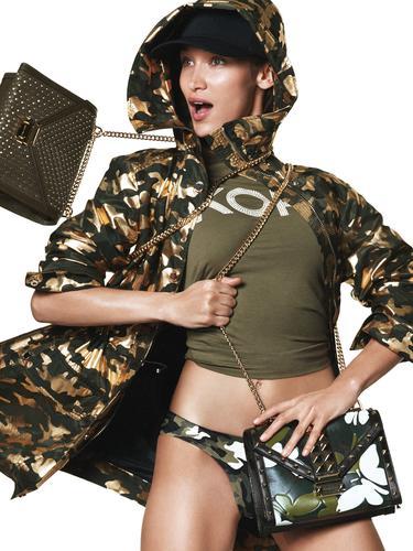 Bergaya Safari, Ini Tampilan Bella Hadid untuk Kampanye Fashion Terbaru