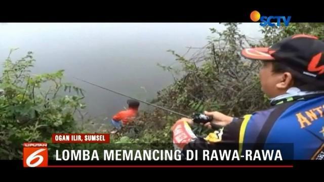 Ratusan warga Ogan Ilir lomba memancing tingkat kabupaten di rawa-rawa.
