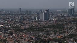 Suasana perkampungan padat penduduk di Jakarta, Kamis (30/8/2019). Direktur Konsolidasi Tanah Kementerian (ATR/BPN), Doni Widoantoro juga menjelaskan masih banyak permukiman tumbuh liar di tanah tak bertuan. (Liputan6.com/Angga Yuniar)