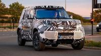 Model terbaru Land Rover Defender tengah diuji. (Topgear)
