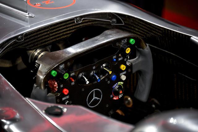 Bagian dalam mobil McLaren MP4-25A Mercedes yang dikendarai Lewis Hamilton pada GP Turki 2010, di Sotheby London, Selasa (18/5/2021). Mobil yang pernah membawa Hamilton menjadi juara dunia pada 2010 itu diperkirakan akan laku sekitar Rp 71,5 miliar hingga Rp 100 miliar. (AP Photo/Alberto Pezzali)