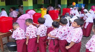 YPAPK memberikan penyuluhan perilaku hidup bersih dan sehat khususnya cara mencuci tangan dengan baik dan benar.