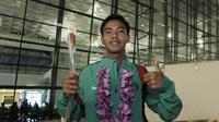 Pemain Timnas Indonesia U-16, David Maulana, berpose saat tiba di Bandara Soekarno Hatta, Tangerang, Kamis (15/3/2018). Timnas Indonesia berhasil menjuarai turnamen Jenesys di Jepang. (Bola.com/M Iqbal Ichsan)