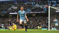 Gelandang Manchester City Phil Foden (tengah) melakukan selebrasi setelah mencetak gol ke gawang Rotherham United pada putaran ketiga Piala FA di Stadion Etihad, Manchester, Inggris, Minggu (6/1). City  membantai Rotherham 7-0. (Oli SCARFF/AFP)
