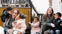 Cathy Sharon dengan Kedua Anaknya (Sumber: Instagram/cathysharon)