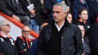 Jose Mourinho pada laga Manchester United melawan Bournemouth di Vitality Stadium, Sabtu (3/11/2018). (AFP/Ben Stansall)